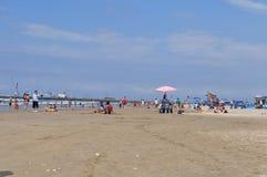在女用披巾,厄瓜多尔的Murcielago海滩 库存照片