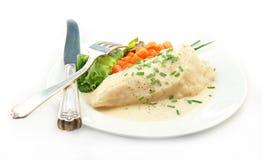 在奶油沙司的鸡与在白色的蔬菜 免版税库存照片