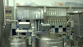 在奶牛场的被弄脏的乳酪生产 影视素材