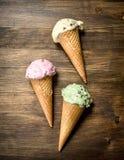 在奶蛋烘饼杯子的另外果子冰淇凌 免版税图库摄影