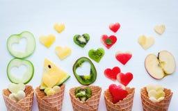 在奶蛋烘饼果子设定锥体和心脏形状的各种各样的果子  免版税库存图片