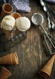 在奶蛋烘饼锥体的冰淇凌 免版税图库摄影