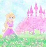在她的城堡前面的美丽的女王/王后 免版税库存照片