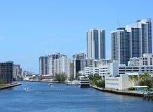 在好莱坞海滩,佛罗里达,美国的江边地平线 库存照片