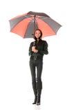 在妇女之下的黑色红色伞 免版税图库摄影