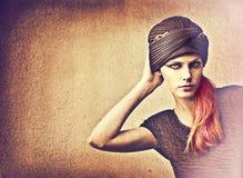 在妇女的头巾 免版税库存图片