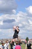 在妇女的学院橄榄球符合的Lineout 库存照片