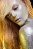 在妇女面孔和身体的闪闪发光 免版税库存照片