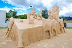 在妙境陈列的美好的沙子雕塑` Mad Hatter ` s茶会`,在Blacktown Showground 免版税库存照片