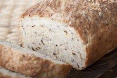 在委员会特写镜头的面包谷物 库存图片