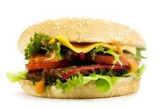 在委员会的乳酪汉堡 免版税库存照片