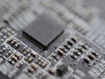 在委员会的宏观电子芯片 免版税库存图片