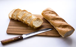 在委员会的面包 免版税库存图片