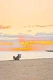 在威基基海滩-檀香山的日落 免版税图库摄影