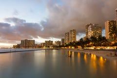 在威基基,檀香山,夏威夷的日落 免版税库存图片