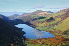 在威尔士谷的湖风景 免版税库存照片