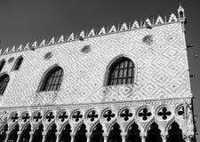 在威尼斯中间的一个门面 免版税图库摄影