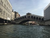 在威尼斯大运河的Realto桥梁 免版税库存图片