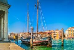 在威尼斯市的海岸线视图 免版税库存照片