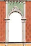 在威尼斯式哥特式样式白色的窗口被隔绝的 免版税图库摄影