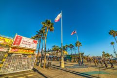 在威尼斯海滩的洋锋步行 免版税库存图片