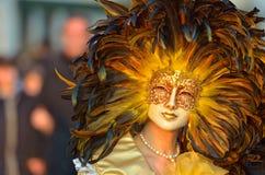 在威尼斯狂欢节的五颜六色的艺术性的面具  免版税库存图片