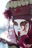 在威尼斯狂欢节的红色安静的面具  库存照片