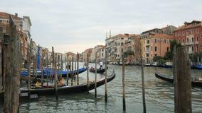 在威尼斯的大运河的长平底船下午 影视素材