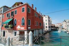 在威尼斯的桥梁通道 免版税库存照片