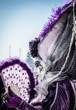 在威尼斯节日概念的狂欢节,面具的一名妇女 免版税库存图片