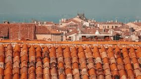 在威尼斯视图的屋顶从上面 股票视频