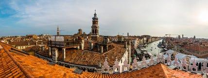 在威尼斯顶部的日落 库存照片