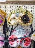 在威尼斯,意大利化妆在销售中的威尼斯式面具 免版税库存照片
