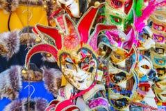 在威尼斯,意大利化妆在销售中的威尼斯式面具 库存图片
