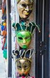 在威尼斯,意大利化妆在销售中的威尼斯式面具 免版税图库摄影