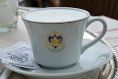 在威尼斯-意大利的Caffe弗洛里安的咖啡杯 免版税库存图片