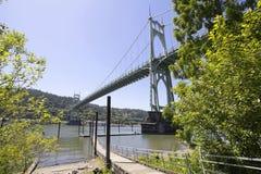 在威拉米特河的圣约翰斯桥梁 免版税库存图片