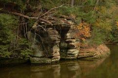 在威斯康星河的岩层 库存照片