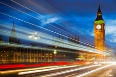 在威斯敏斯特桥梁,伦敦,英国的大本钟 免版税库存图片