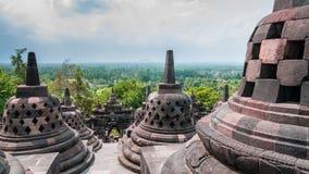 在婆罗浮屠上面的Stupas  免版税库存图片