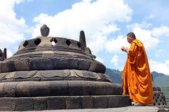 在婆罗浮屠寺庙的菩萨雕象,印度尼西亚 免版税库存照片