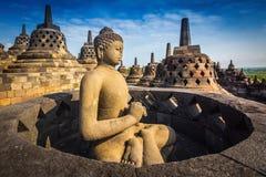 在婆罗浮屠寺庙,印度尼西亚的菩萨雕象 库存图片