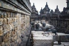 在婆罗浮屠寺庙,婆罗浮屠,在日惹, Java,印度尼西亚附近的古老佛教寺庙的菩萨雕象 免版税库存照片