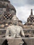 在婆罗浮屠寺庙,日惹, Java,印度尼西亚的菩萨雕象 免版税库存图片