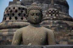在婆罗浮屠寺庙,日惹, Java,印度尼西亚顶部的菩萨雕象 免版税库存照片