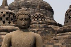 在婆罗浮屠寺庙, Java,印度尼西亚顶部的菩萨雕象 免版税库存图片