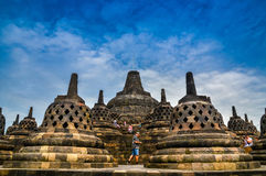 在婆罗浮屠,中爪哇省,印度尼西亚的Stupas 免版税库存图片