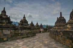 在婆罗浮屠,马格朗,印度尼西亚的Stupas 免版税库存照片