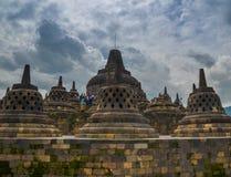 在婆罗浮屠,马格朗,印度尼西亚的Stupas 库存图片