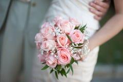 在婚礼前的大婚礼花束 免版税库存照片